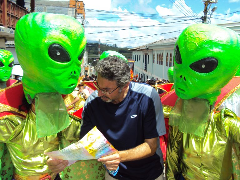 Joe Staiano asking directions from aliens